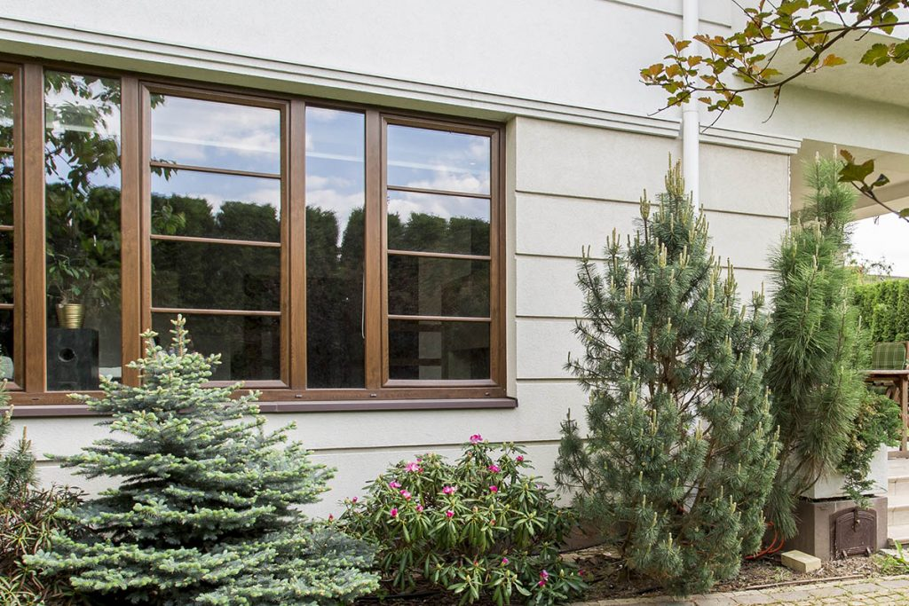 House with beauty garden landscaping-ideas